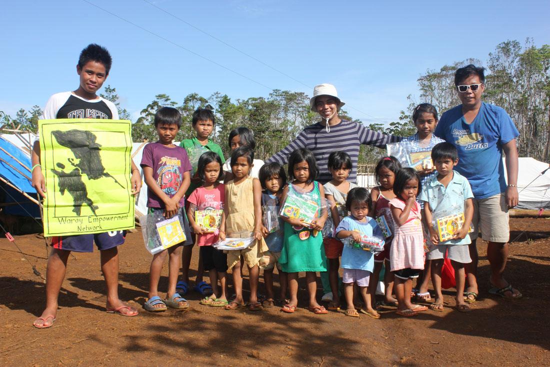 02/2014: Hernani-Cacatmonan: School-supplies mit Kyle und Joseph